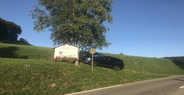 Crash à Langenbruck (BL: Bekokster Automobilistes saute dans un Arbre - Vue