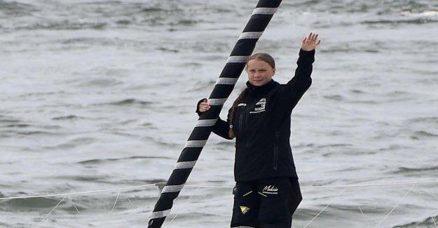 Des vagues d'Avertissement: Greta-Yacht doit changer de Cap
