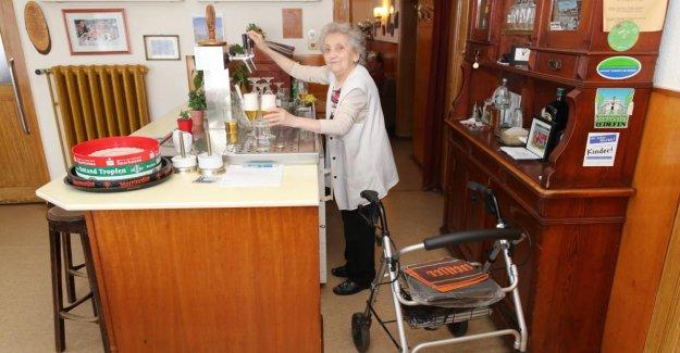 Doyen Hôtesse: grand-mère Bourse ne se veut pas plus de Bière de cônes
