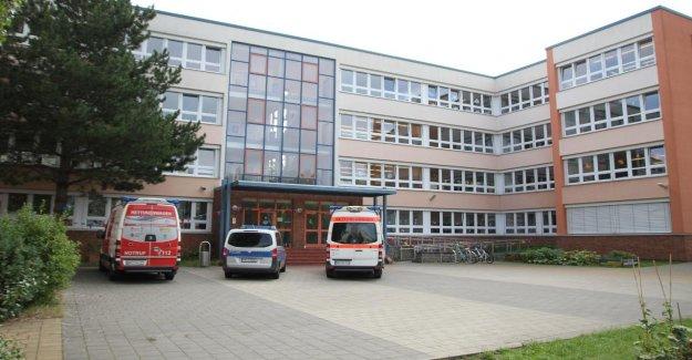 École primaire à Rostock: les Filles (7) les morsures de l'Enseignante krankenhausreif