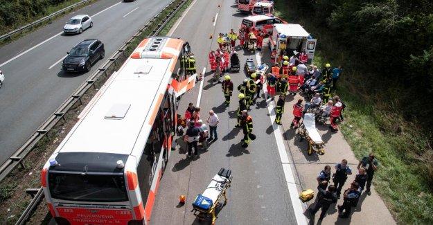Francfort: Autocar commence à A661 Feu – Conducteur empêche Catastrophe