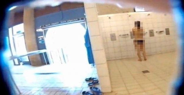 Homme pose des Vidéos à partir de centre Thermal d'Yverdon-Porno-Page Vue