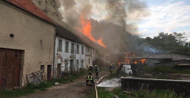 Nonnweiler: la Ferme d'Incendie: Tracteur doit Incendie ont