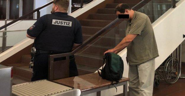 Po-Grapscher à Cologne devant le Tribunal: Il a pris Touriste au Fesses
