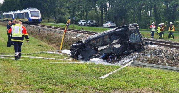 Accident au Passage à niveau: le Train collecte Mercedes – Conducteur (46) mort