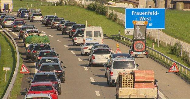 Bourrage: Voiture s'écrase dans l'Autoroute en Chantier à Frauenfeld - Vue