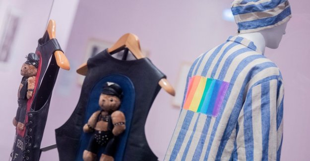 Bundeskunsthalle de Bonn: Exposition montre regenbogenbuntes San Francisco