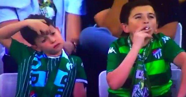 Bursaspor contre Fenerbahce: âge, le tabagisme Enfant vraiment!