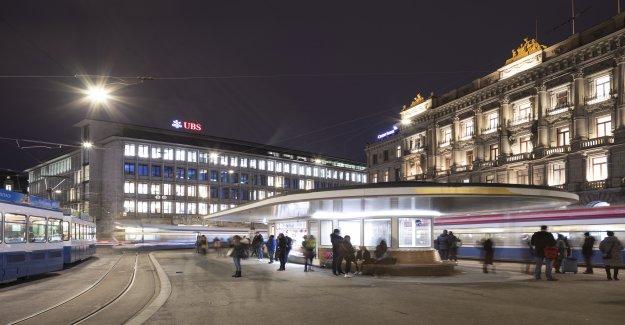 Credit Suisse a laissé Iqbal Khan de surveillance est en Vue