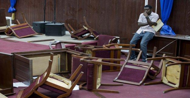 Haïti: les Politiciens tir sur des Photographes, battre à s'en Vue
