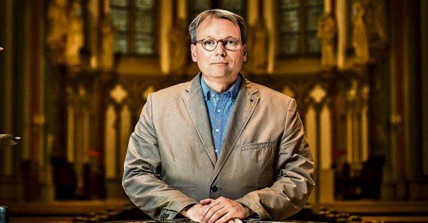 Le célibat abolir: le Curé se bat contre l'Hypocrisie de l'Église