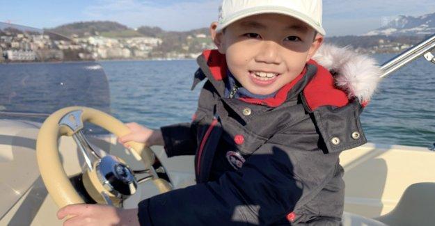 Obduktionsbericht la Mort de Donghua Lis Fils est à l'avant - Vue