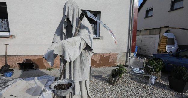 Oberthal: Il doit avertir et protéger: La Mort dans le Jardin de devant