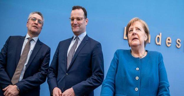 La Corona-service de placement de la Chancelière Angela Merkel se Produit était temps