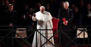 Avec des Milliers de Fidèles, le Pape François a prié le chemin de Croix
