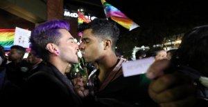 Knutsch-Marathon à Bogota: Baiser comme une Manifestation de protestation contre l'Homophobie