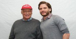 Niki Lauda mort: les Célébrités sont en deuil de la Formule 1, la Légende