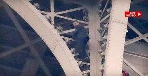 Paris: un Homme grimpe de manière illicite sur le haut de la tour Eiffel – l'Évacuation