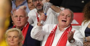 FC Bayern allemand, Maître de Basket-ball: Uli Hoeness célèbre Tribune avec