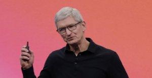Le Patron d'Apple, Tim Cook lit Facebook Boss Zuckerberg, les Lévites