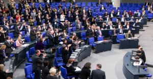 AKK: le Bundestag interrompt pause Estivale pour 90-Secondes-prestation de Serment