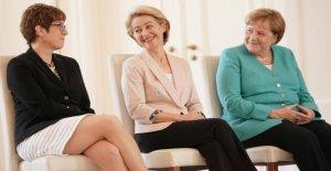 COMMENTAIRE Angela Merkel Mach(t)mouvement: Von der Leyen à l'UE, AKK au Cabinet