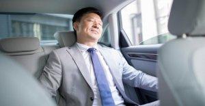 Oblique de Tendance au Japon - l'Autopartage sans Conduire