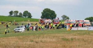 Trèves: Cinq Blessés: voitures anciennes repos de Rallye en Spectateurs