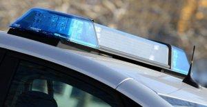 France - Homme Épouse morte dans le Coffre de la voiture sur la route