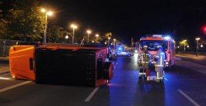 Accident à Berlin - Personnel de l'Hôtel doivent SUV de stationnement de Voiture penche