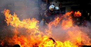 Bloc noir qui fait rage à Paris: Arrestations pour Gelbwesten et Climat-Manifestations