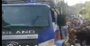 Camions halte dans une Foule de Marché en Chine: Dix Morts - Vue