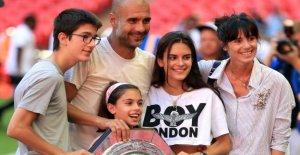 Manchester City: Femme de Pep Guardiola se déplace à Barcelone est de retour avec un Enfant