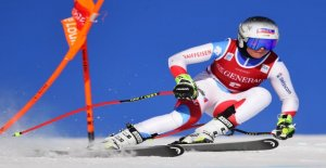 Ski-Star Corinne Suter brisa presque le Battage Vue