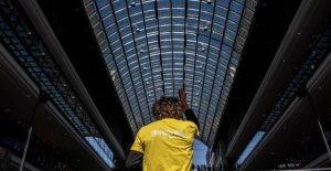 Symphonic Mob, à Berlin, Que fait le chef d'Orchestre dans le centre Commercial?