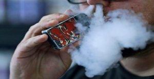 Comité de surveillance demande instamment à la FDA pour l'interdiction des e-cigarettes, vapoter plus de coronavirus risques